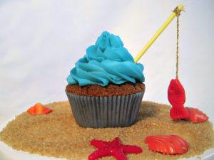 cupcake al cacao con frosting al formaggio e pesciolino rosso