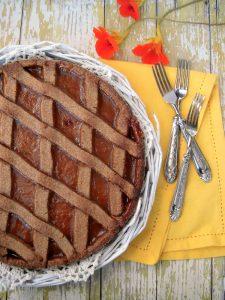 crostata di mirabelle con frolla al cacao