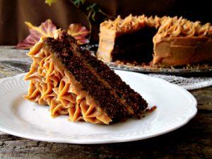 Torta al cioccolato con crema al burro di arachidi