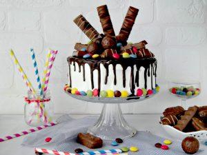 drip cake con barrette al coccolato