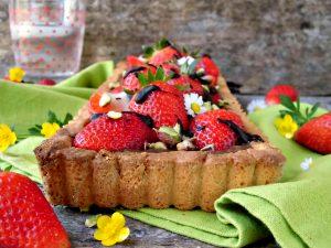 Crostata con fragole e cioccolato