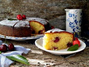 torta di ciliegie morbida