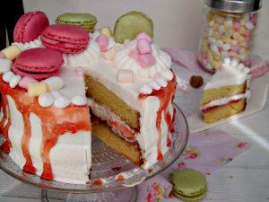 Drip cake con gelatina di mele cotogne e panna