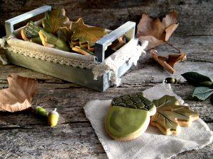 biscotti di pastafrolla a forma di foglia