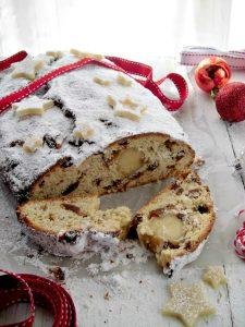 un tipico dolce tedesco il Christstollen o Stollen.jpg