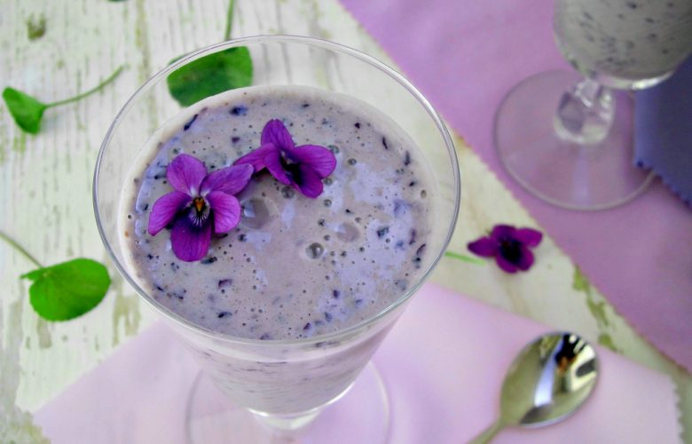 frullato con mirtilli e violette.jpg