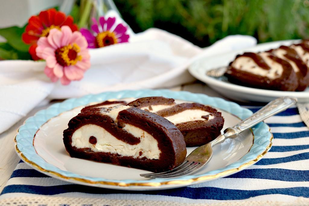 Rotolo al cioccolato senza cottura, facile e veloce!