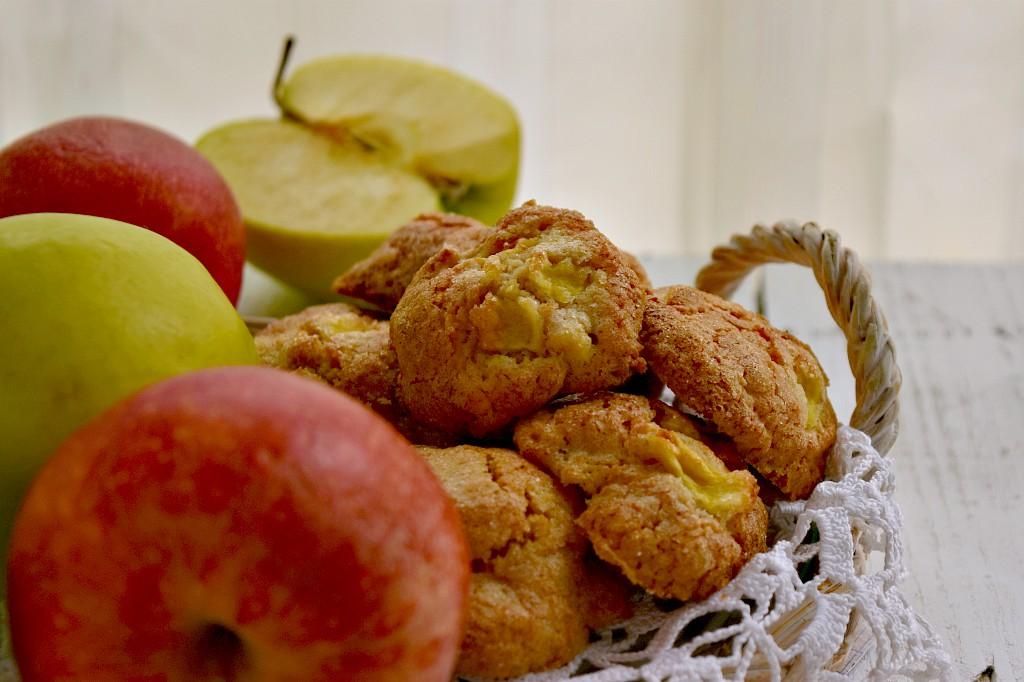Biscotti morbidi con farina di farro e mele