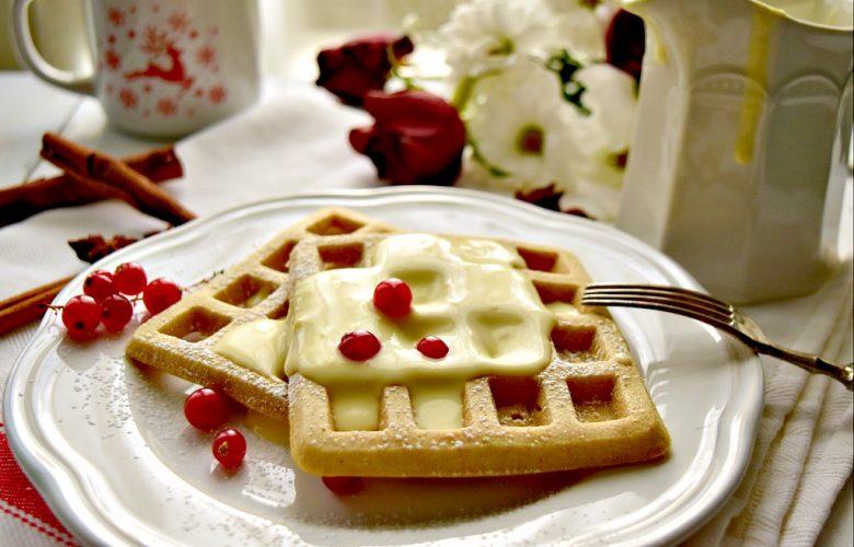 Waffle alla cannella con salsa alla vaniglia