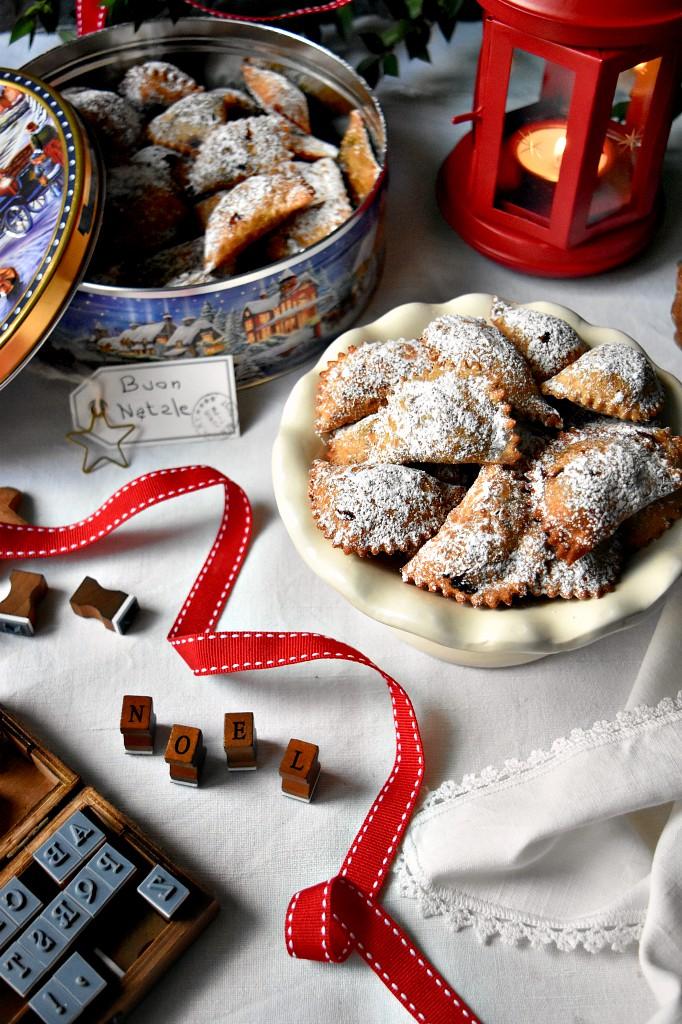 Cacionetti Abruzzesi con marmellata d'uva e mandorle