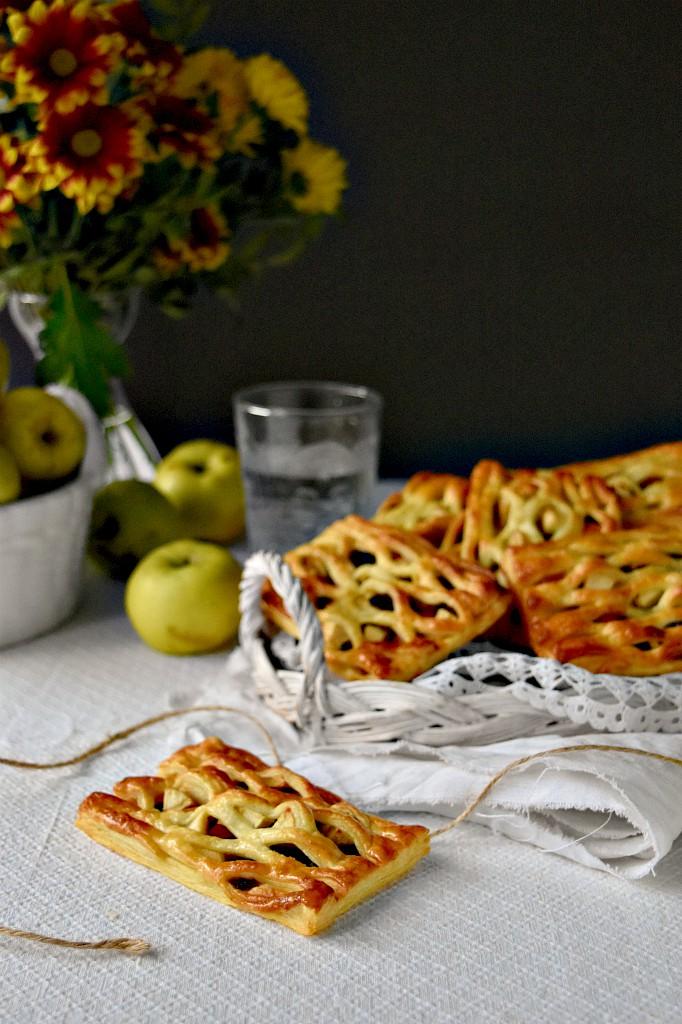 Sfogliatine di mele uvetta e cannella, per una merenda veloce