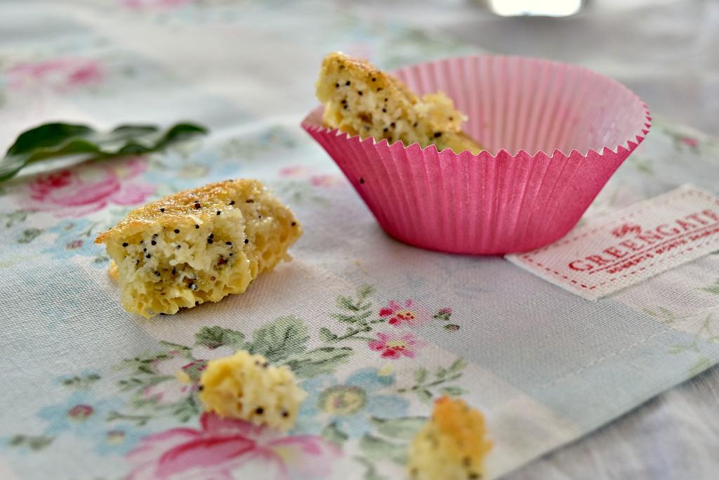 Tortino al limone e semi di papavero- tovaglietta greengate