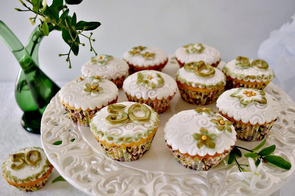 Cupcakes decorati con pasta di zucchero