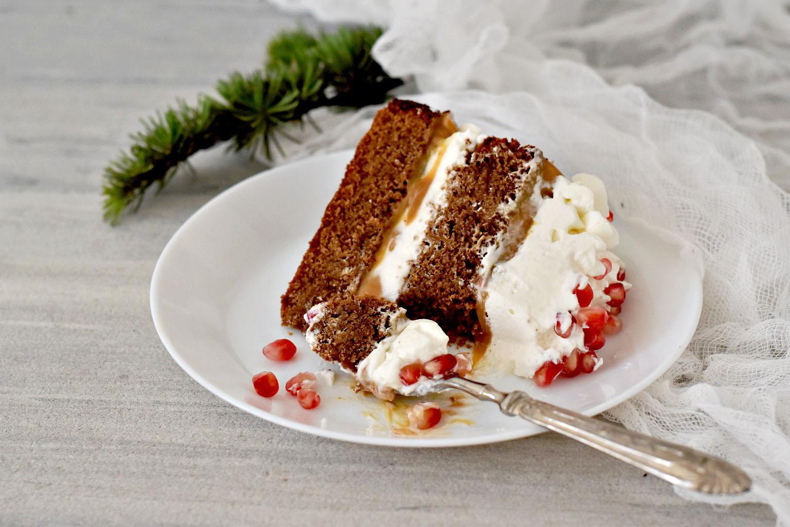 Torta delle feste con cioccolato, dulce de leche e panna