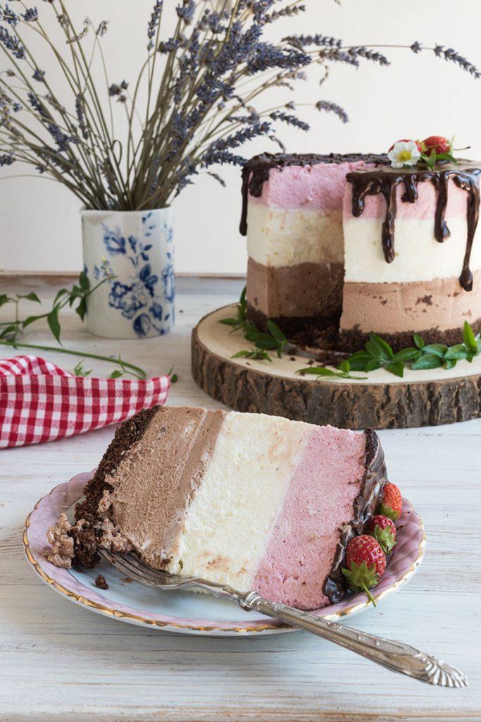 torta mousse con cioccolato e fragole
