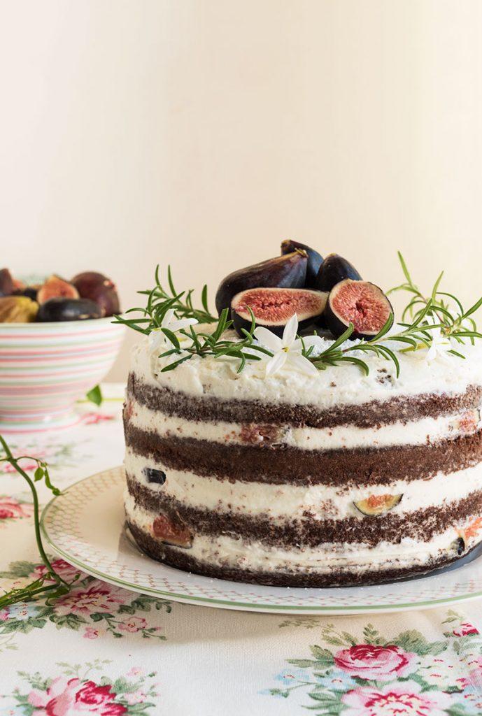 Torta al cioccolato con crema di mascarpone e fichi