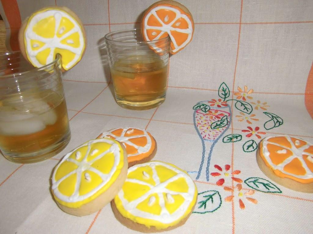 Biscotti da tazza a forma di limone e di arancia
