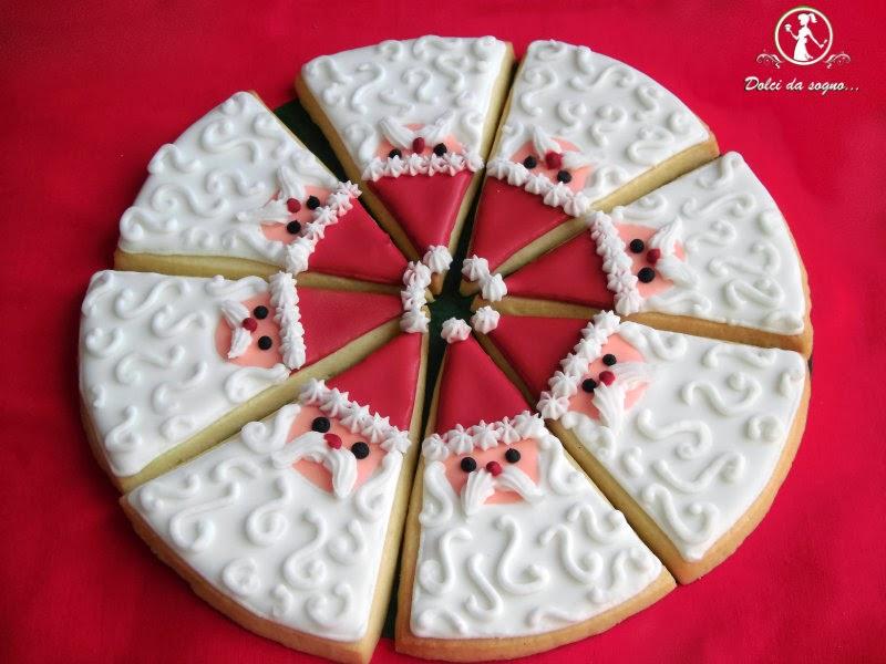 biscotti decorati di babbo natale a spicchi