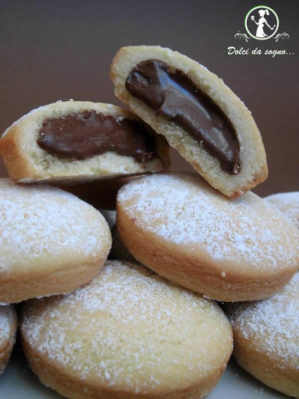 Biscotti con crema di nocciole, irresistibili!
