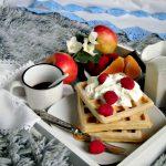 Colazione a letto con waffle.jpg