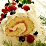 Tronchetto di Natale con frutti di bosco