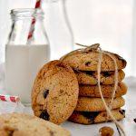 Cookies con farina di mandorle e gocce di cioccolato