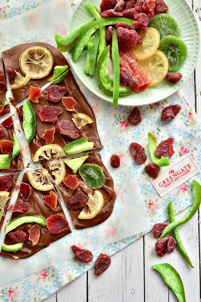 Tavoletta di cioccolato e frutta