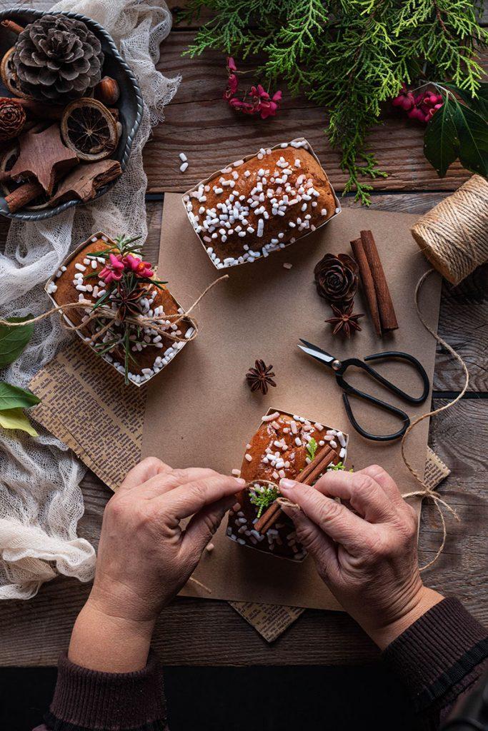 mini plumcake natalizi con cocco,  anice stellato, cannella e cardamomo,