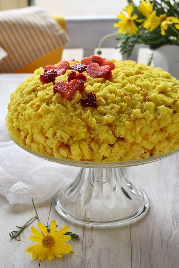 Torta Mimosa con crema diplomatica e fragole