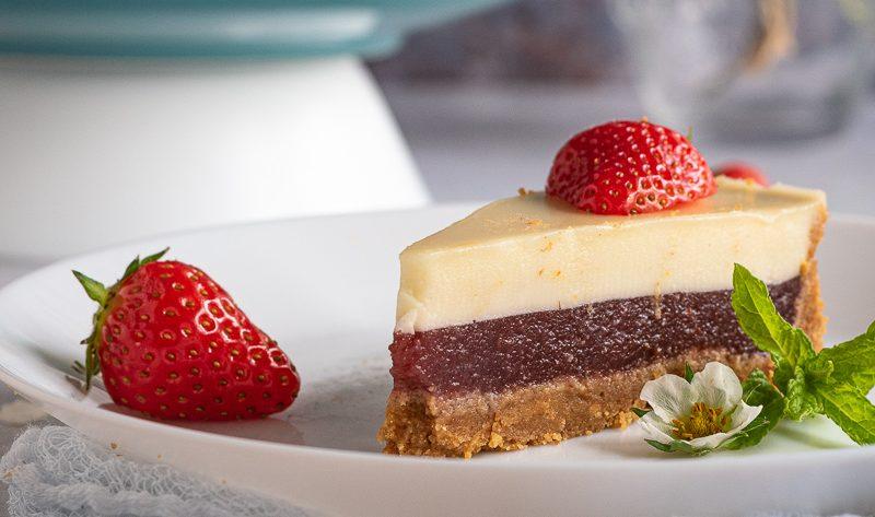 Torta fredda al cioccolato bianco e fragole